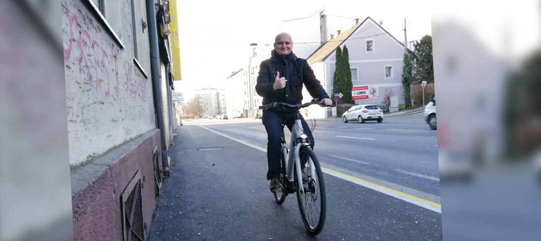 Vizebürgermeister Markus Hein beim Radfahren im Winter.